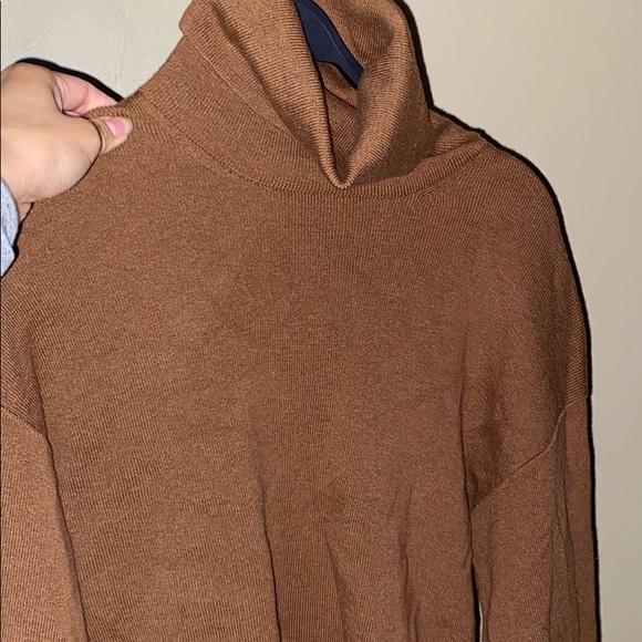 ARITZIA- Rebecca sweater in size small in caban
